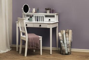 Skrivbord Katedral med stol i vit lackerad trä. Romantiskt lantligt skrivbord! Storlek: 100x55 cm.