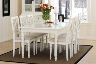 Matgrupp från serien Klinte. Lantligt vitt matbord med klaffar och 6-10 stolar i Shabby Chic. Längd bord: 180-280 cm.