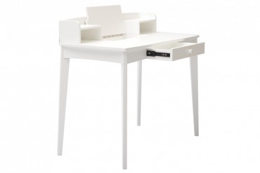 Skrivbord Sigrid i vitt. Praktiskt skrivbord med förvaring! Kombinera med vit pall. Mått bord: 100x54 cm, H: 89 cm.