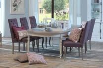 Matgrupp från serien Hemse. Vitt runt matbord med två iläggsskivor och 4-8 stolar. Storlek bord: 180-280 cm.
