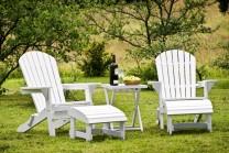 Däckstol Hampton Lounge, klassisk amerikansk solsäng med fotpall i trä. Vit delbar solstol! Här ser man Hampton Lounge bordet som kan användas som bricka.