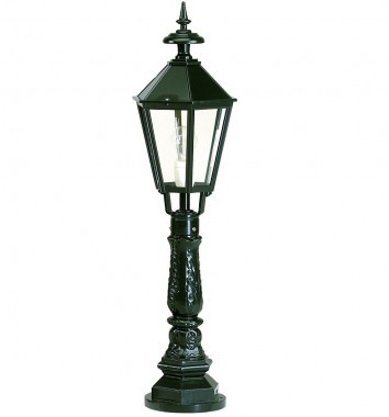 Stolplykta i svart, utelampa i aluminium i klassisk stil. Exklusiva handtillverkade utelampor online!