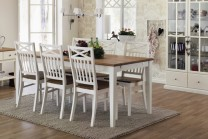 Matgrupp från serien Tofta. Ljuvligt vitt matbord med ekskiva och 6-8 stolar. Längd bord: 180-230 cm.
