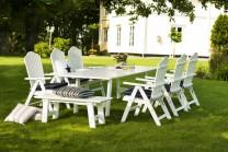 Möbelgrupp Bullerö Cecilia i vitt trä. Vitt utebord med 6 st 7-positionsfåtöljer. Klassiska vita utemöbler! Storlek bord: 100x165 (225/285) cm.