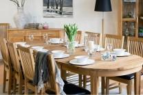 Matgrupp Felix i massiv oljad ek, ovalt bord med iläggsskivor 155-255 cm + 6-8 stolar.