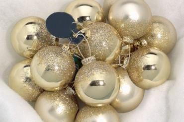 Julkulor i guld med glitter