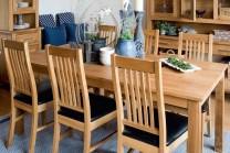 Matgrupp Felix i massiv oljad ek, bord med klaffar 180-280 cm + 6-8 stolar. Välj mellan stol med träsits eller lädersits!