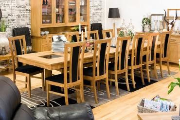 Matgrupp Oliver med klaffar från serien Orsa. Stort matsalsbord i oljad ek och granit med 8-12 stolar. Storlek: 240-349 cm.