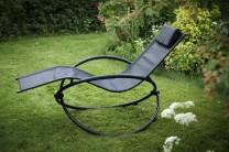 Däckstol Kalmar i svart, hopfällbar solsäng som är lätt att fälla ihop och lätt att spola av! Storlek: 165x77 cm.