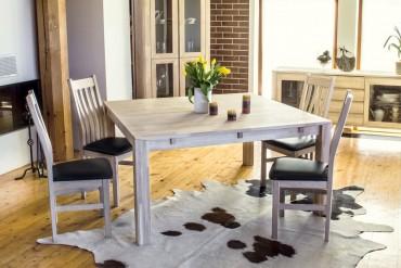 Matgrupp Talbo med klaffar. Fyrkantigt köksbord i oljad ek med 4-8 stolar. Storlek: 140-190 cm.