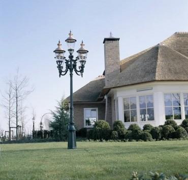Utomhuslampa Toronto. Denna har 5 lampor och har höjden 450 cm.
