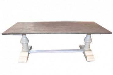 Matbord Ebba Vit. Romantiskt köksbord med grå teakskiva på vita mahognyben med plats för 8-10 stolar. Storlek: 220 cm.
