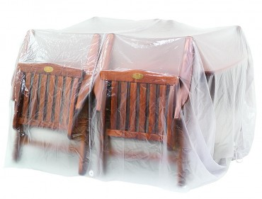 Möbelskydd för utebord + 4 stolar i transparent PVC-behandlad plast. Praktiskt regnskydd för utemöbler! Mått: 300x300 cm.