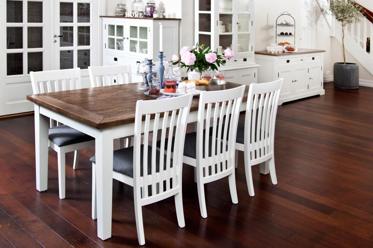 Strålande Matgrupp från serien Gute. Stilrent vitt matbord med ekskiva och 6 AY-61