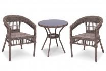 Cafégrupp Tostabo i beige konstrotting, runt utebord med 2 stolar. Rottingmöbler i lantlig stil!