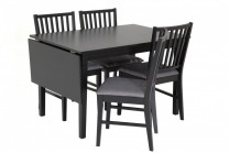 Matbord Simrishamn med 4-6 stolar. Svart klaffbord med bordskiva. Storlek bord: 80x120-160 cm.