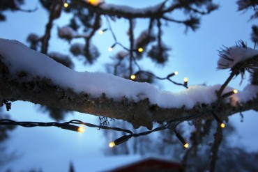 Kopplingsbar ljusslinga i varmvit LED